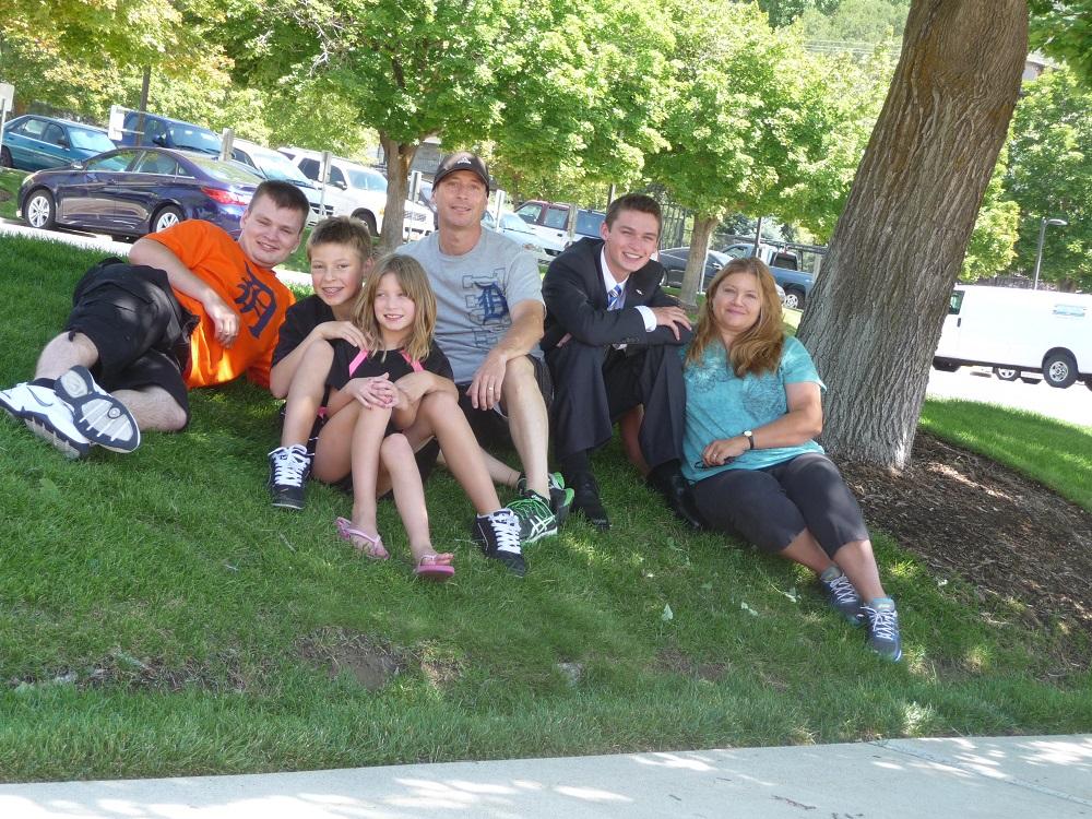 Erik, Luke, Alexa, Matt, Skyler and Miriam Rushton